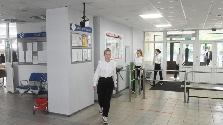 Медики будут выдавать екатеринбургским детям справки о здоровье прямо в школах