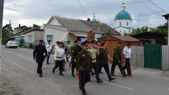 В Волгоградской области прошёл скромный крестный ход в честь иконы Урюпинской Божией Матери