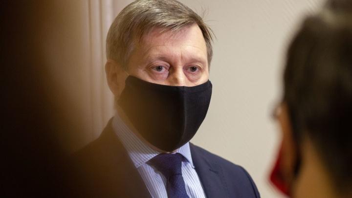 Разбитые дороги, темные улицы и ремонт Коммунального моста: 23 вопроса мэру Новосибирска (расшифровка ответов)