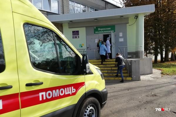 Прививки от коронавируса в регионе пока делают только в одном месте — поликлинике 2-й ярославской больницы