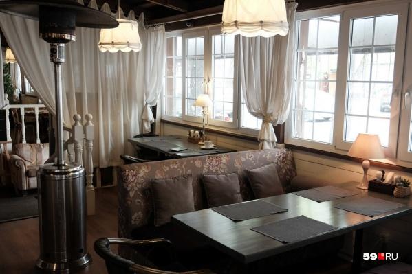 Принимать посетителей теперь смогут в самих кафе, а не только на верандах