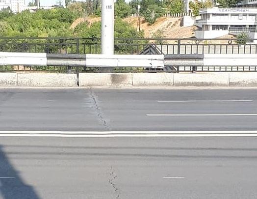 «Неужели нельзя сделать сразу качественно?»: Астраханский мост в центре Волгограда вновь покрылся трещинами