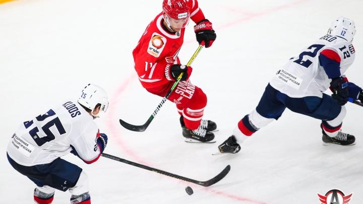 «Автомобилист» в тяжелом матче проиграл нижегородскому «Торпедо»