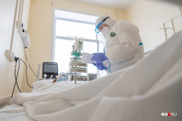 Всё чаще коронавирус встречается у людей средних лет