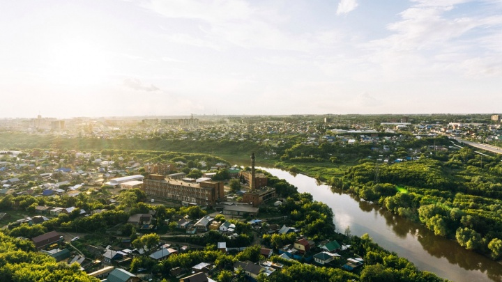 Над Омском кружат вертолёты, в городе снова включают сирену: мы узнали, что происходит
