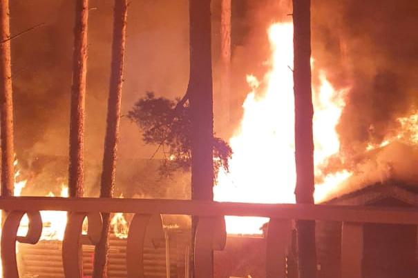 «Повезло, что проснулись отдыхающие»: термальный комплекс «Баден-Баден» под Челябинском загорелся рано утром