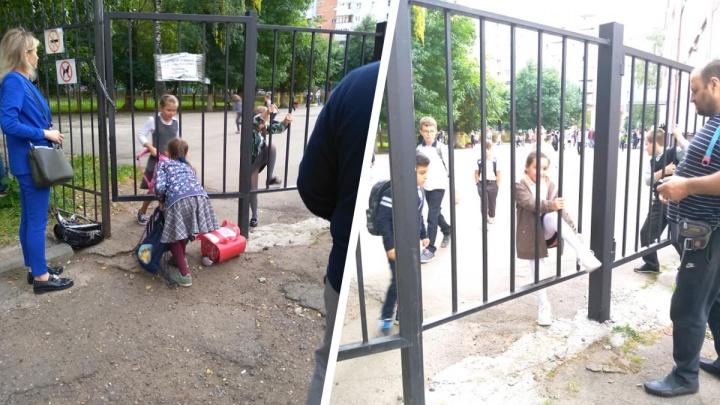 «Устроили полосу препятствий»: в Ярославле школьникам после уроков пришлось лазить через забор