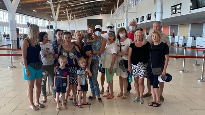 С четвертой попытки: уральские туристы смогли выбраться с Фиджи, облетев полмира за 100 тысяч рублей