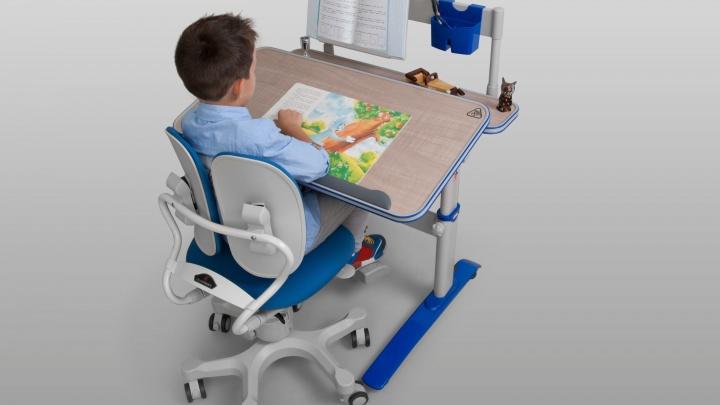 Кресло с необычной спинкой испытали в институте травматологии: его нужно купить ребенку и себе
