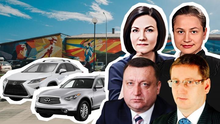Дорогие иномарки и мотороллер: ВИП-гаражи верхушки тюменского арбитражного суда