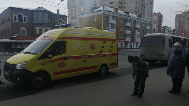 В Омске на 16-й Линии автобус сбил пенсионерку