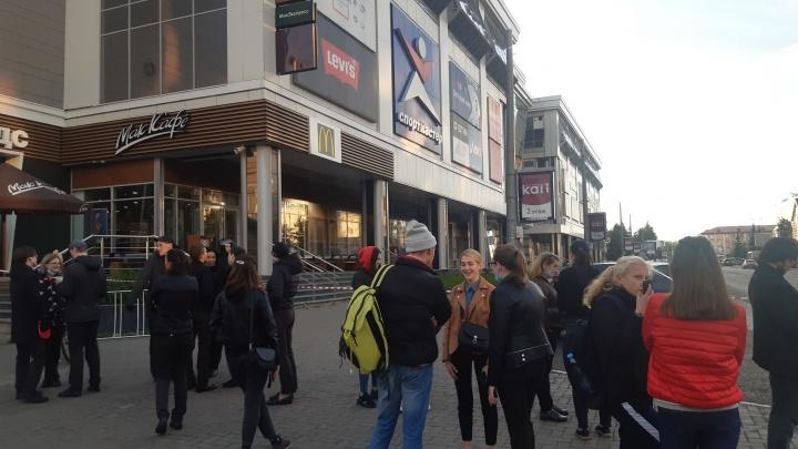 В Архангельске спецслужбы эвакуировали ТЦ «Европарк» и «Макси»