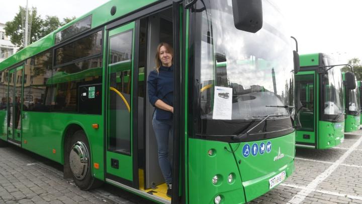 Из бастующего Минска в Екатеринбург привезли автобусы: фоторепортаж с приемки новенького транспорта