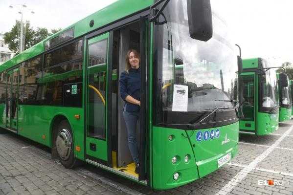 Юлия Туманова за рулем автобуса уже три года, до этого шесть лет была водителем троллейбуса