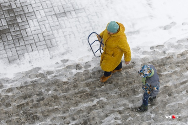 Одну из самых теплых зим Волгоград проводит снегом и дождем