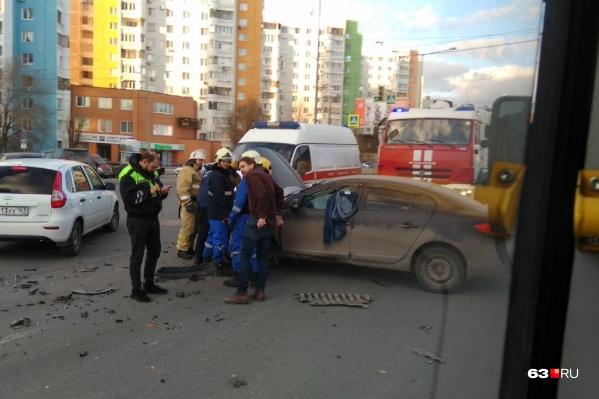 Место ДТП машины объезжали по встречной полосе