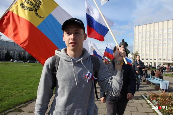 Александр Песков простоял на площади с плакатом около часа