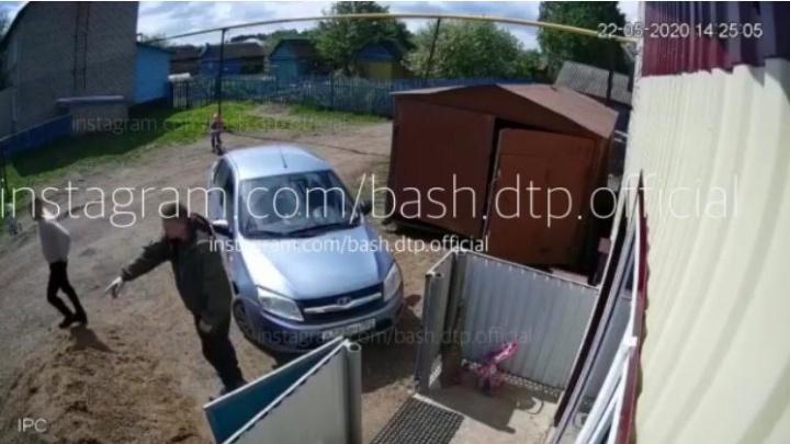 В Башкирии двое мужчин устроили потасовку на улице, закончилось все автоматной очередью