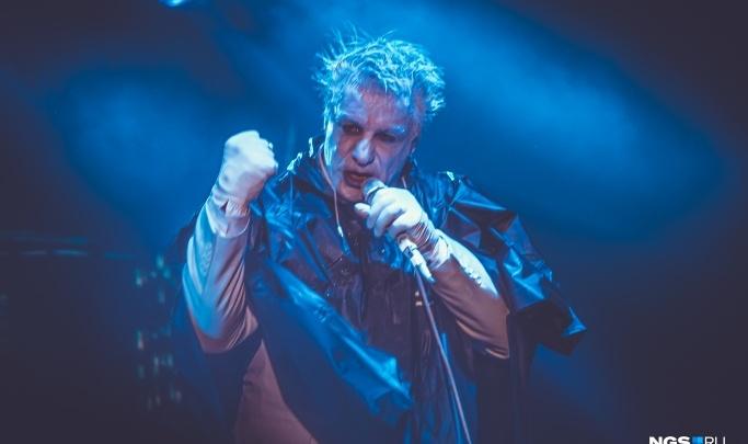 10 дней назад он выступал в Новосибирске: солиста группы Rammstein госпитализировали с коронавирусом