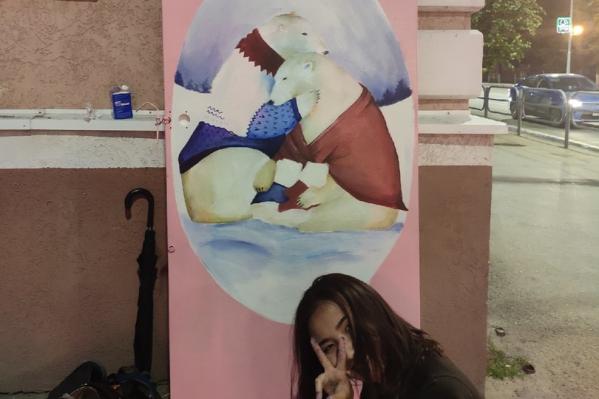 В Кургане рисунок мамы с цветами на шкафу превратился в семью белых медведей