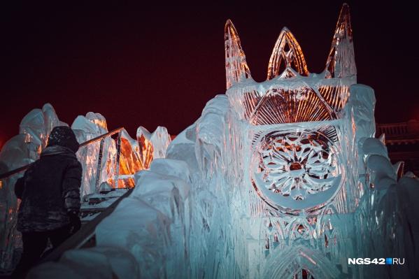 В линейном парке построят несколько ледовых скульптур, две горки и установят две ели
