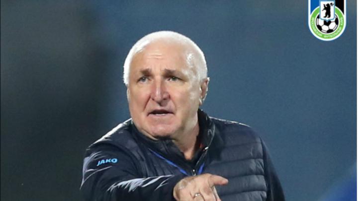 «Слили Михалыча»: фанаты «Шинника» вступились за объявившего об отставке тренера