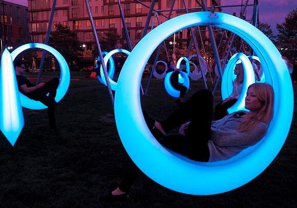 К Новому году в центре Челябинска поставят интерактивные качели и светящиеся лавочки