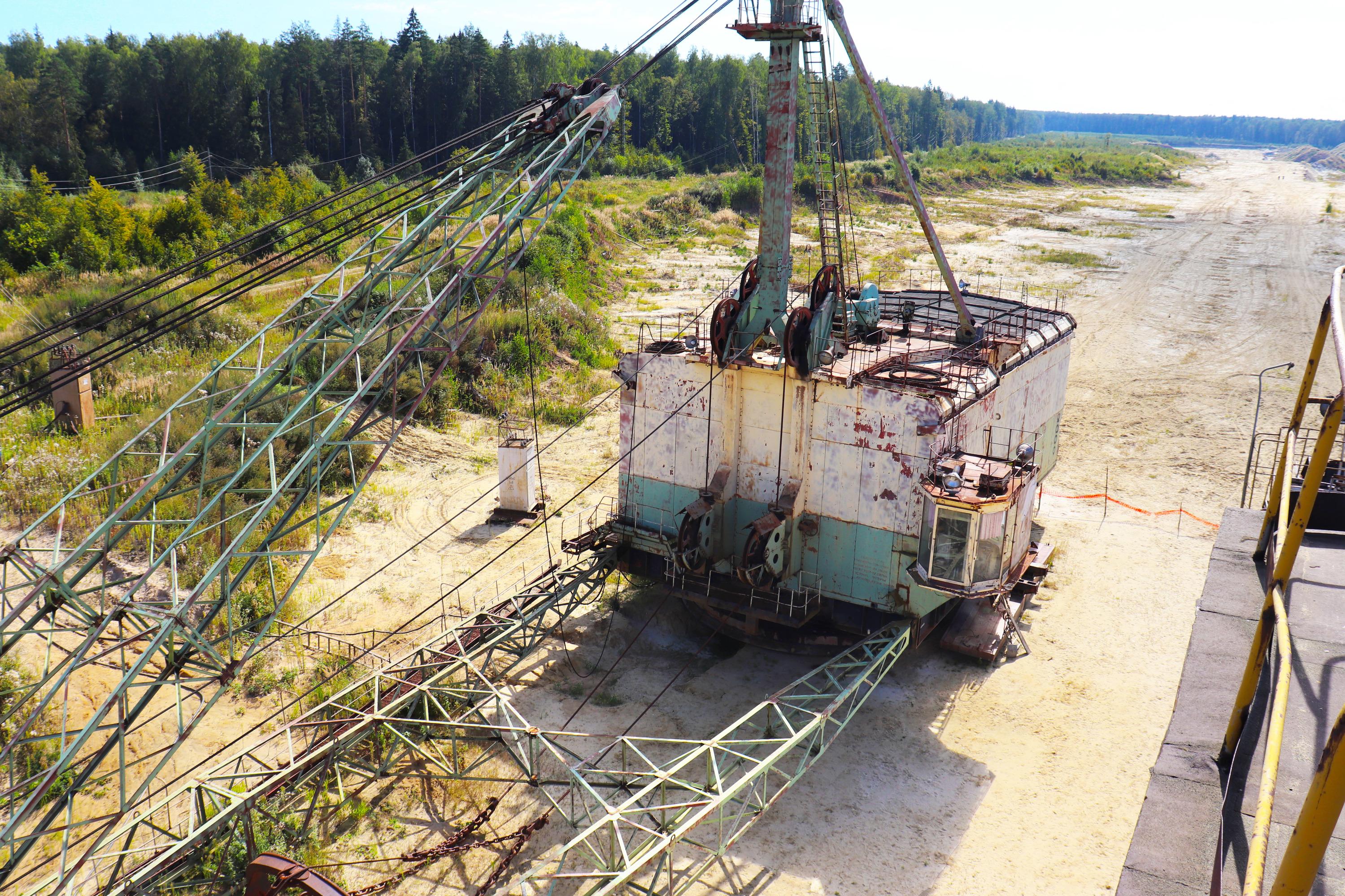 Масса экскаватора около 700 тонн