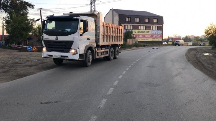 Грузовик насмерть сбил ночного пешехода на улице Клубной