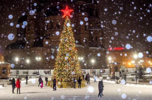Это был последний снегопад года: фотограф показал, как накрывало снегом центр Волгограда