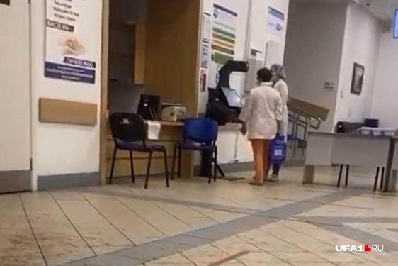 Уфимка отметила, что врачи в больнице ходят без перчаток