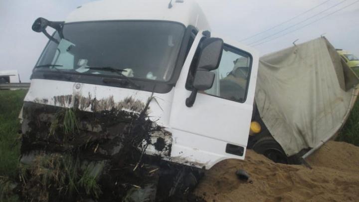 Легковая машина влетела в грузовик: три человека пострадали в ДТП в Переславском районе