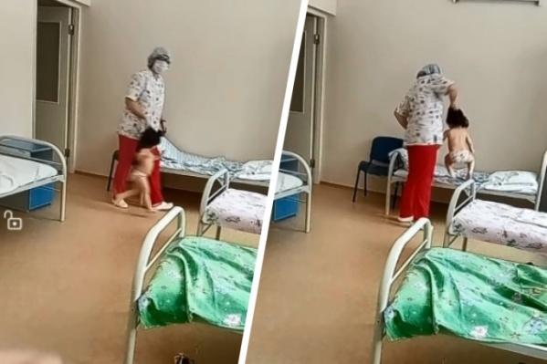 Медсестра поднимала девочку за волосы