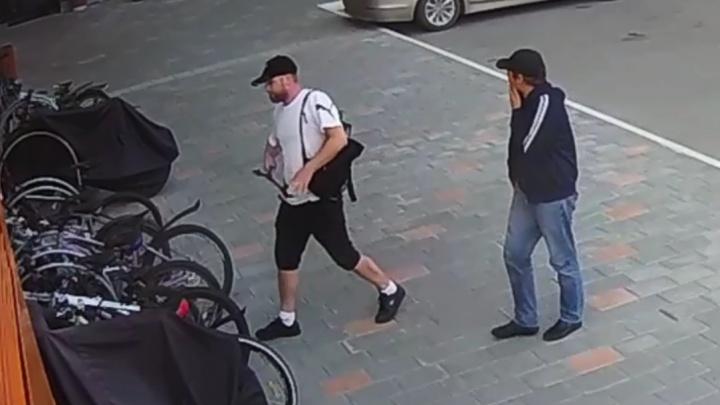Ждали, когда охранники уйдут на обход: в Екатеринбурге воры украли еще два велосипеда