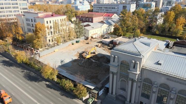 Дом сровняли с землей. Летаем над площадкой, которую расчистили под новый зал филармонии