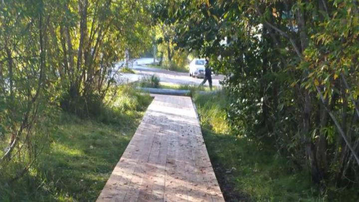 На Сульфате за 1,2 миллиона рублей ремонтируют мостки: список улиц