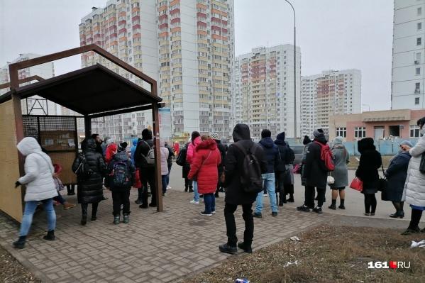 Жителям «Суворовского» приходится часами ждать свой автобус