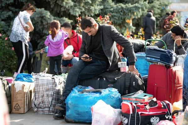 Мигрантов вывезут девятью дополнительными поездами