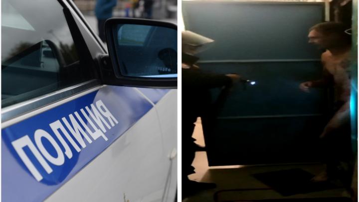 «Никто не видел, как убийца зашел»: полицейский рассказал, почему наряд отказался вскрывать квартиру на ЖБИ