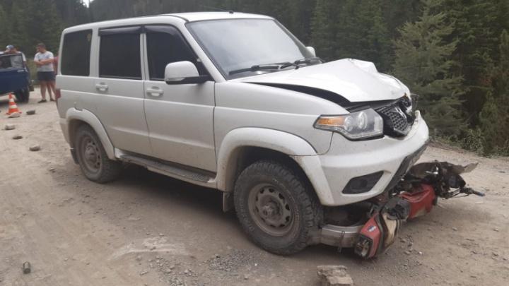 Новосибирец попал в ДТП на Горном Алтае — в его машину въехал мотоциклист: два человека погибли