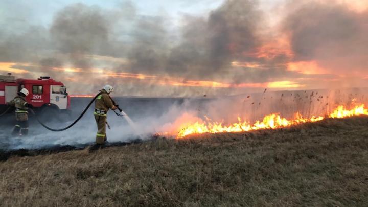 Пожар в Аксайском районе: загорелась сухая трава