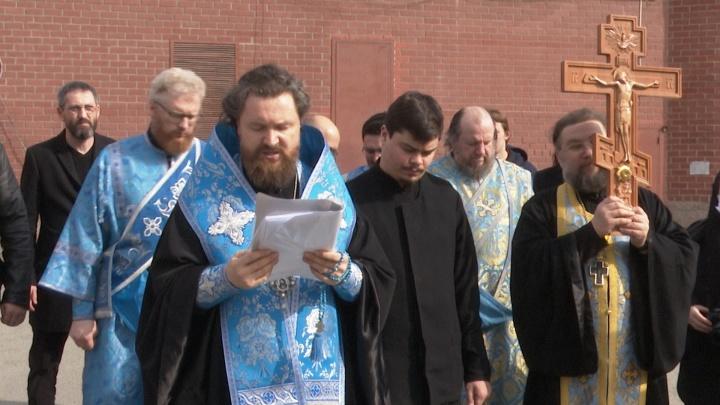 Митрополит объехал Челябинск с иконой, спасавшей Урал от эпидемий в прошлые века