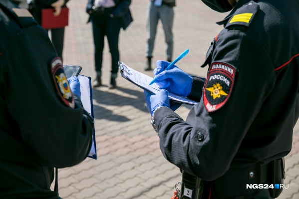 Полицейские следят за нарушителями самоизоляции