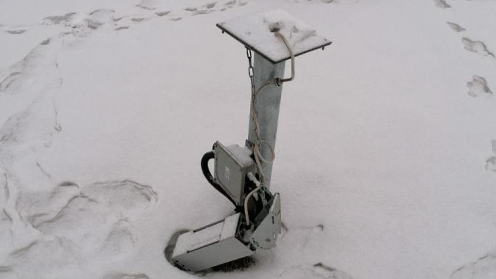 С улиц Челябинска украли часть новогодней елки и дорогие светильники