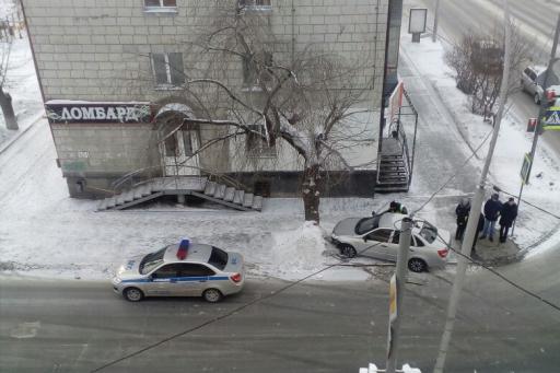Курганцу, который пьяным протащил полицейского на машине, грозит тюрьма