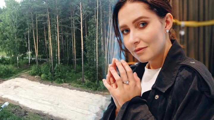 Джулия Игнатова vs соседи: ведущая выиграла первый раунд в войне из-за футбольного поля в лесу на Уктусе