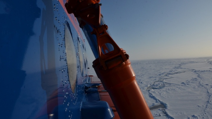 На Таймыре от берега откололась льдина с тремя рыбаками на ней