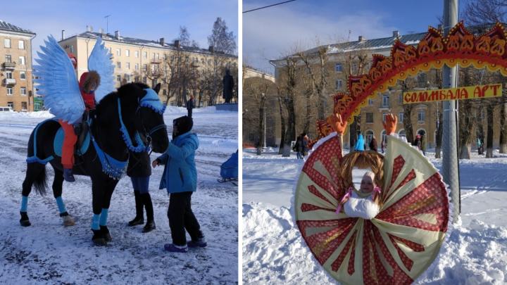 Древархо-конь и грудь от шеи: пять самых странных фото с Масленицы в Архангельске