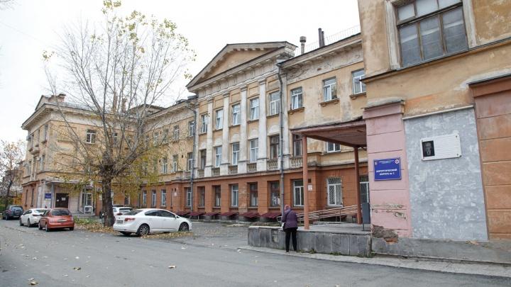 В Челябинске крупную больницу полностью перепрофилировали под лечение пациентов с коронавирусом