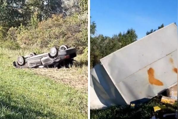 Обе машины от удара перевернулись